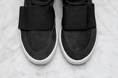 adidas-Yeezy-Boost-Black-930x619.jpg